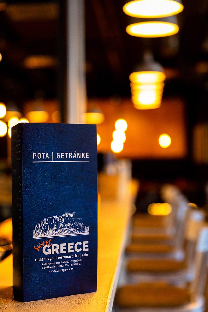 Probieren Sie griechische Getränke und Gerichte im sweet GREECE.