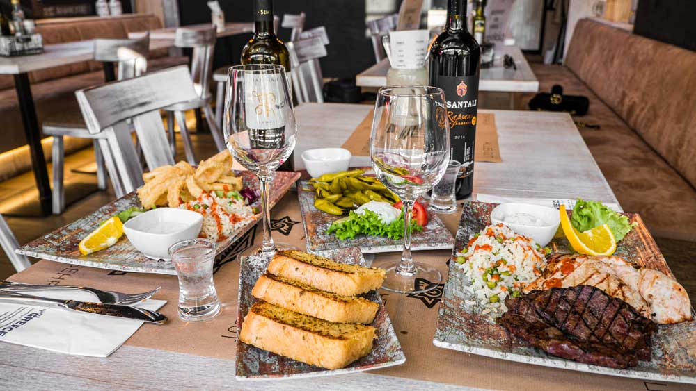 Enjoy delicious food and drinks at sweet GREECE restaurant in Dresden